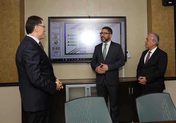 Kamu Başdenetçisi Şeref Malkoç, Atatürk Üniversitesi Dijital Dönüşüm ve Yazılım Ofisini Ziyaret Etti